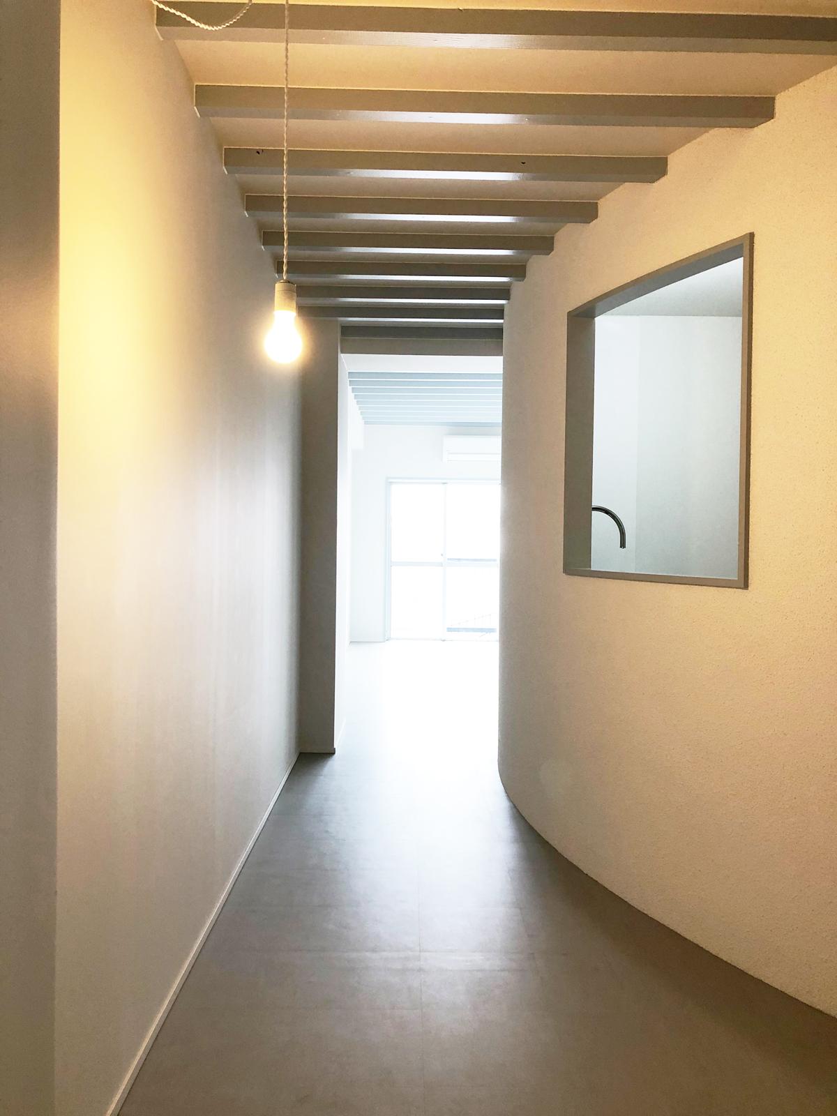 1Kのお部屋がアールの壁が異なる空間を演出